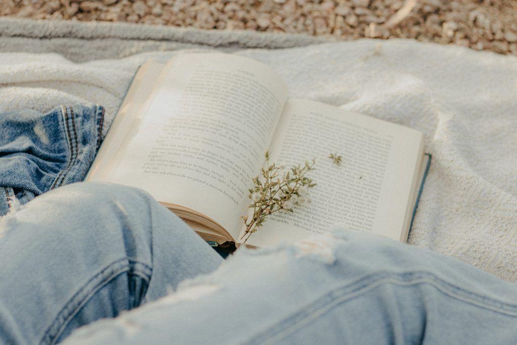 czytanie o unreal past